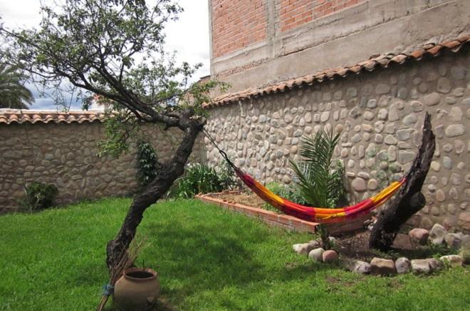 beehive hostel sucre garden