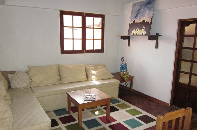 beehive hostel sucre lounge