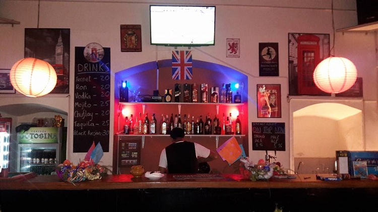 red lion pub sucre bolivia.jpeg